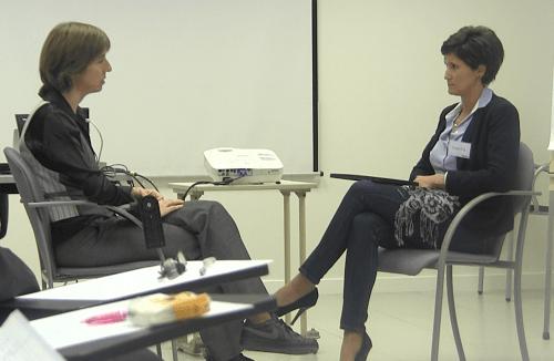 Coach y directiva en una sesión de coaching empresarial para directivos.